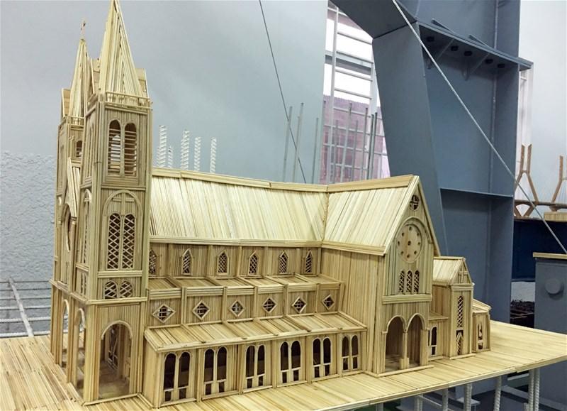 Công trình mô hình kiến trúc nhà thờ Đức Bà bằng 8 ngàn thanh tre của sinh viên